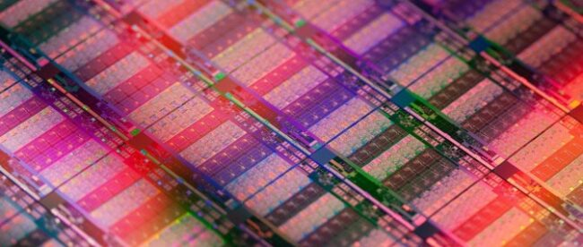 intel's-10nm-sapphire-rapids-cpu-delidded,-photographed